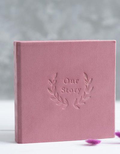 В розовом велюре с тиснением Our Story