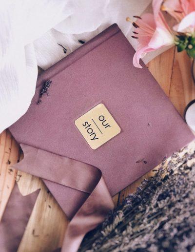 Розовый велюр с золотистой вставкой