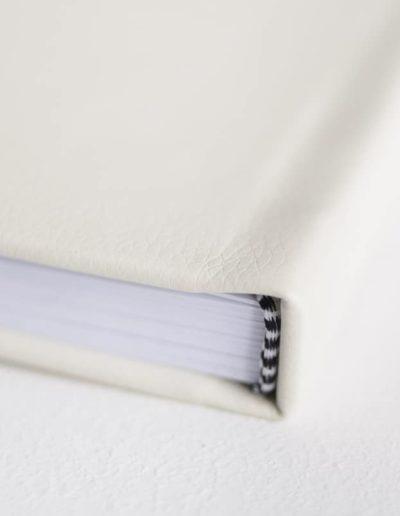 пример из белой эко-кожи торец